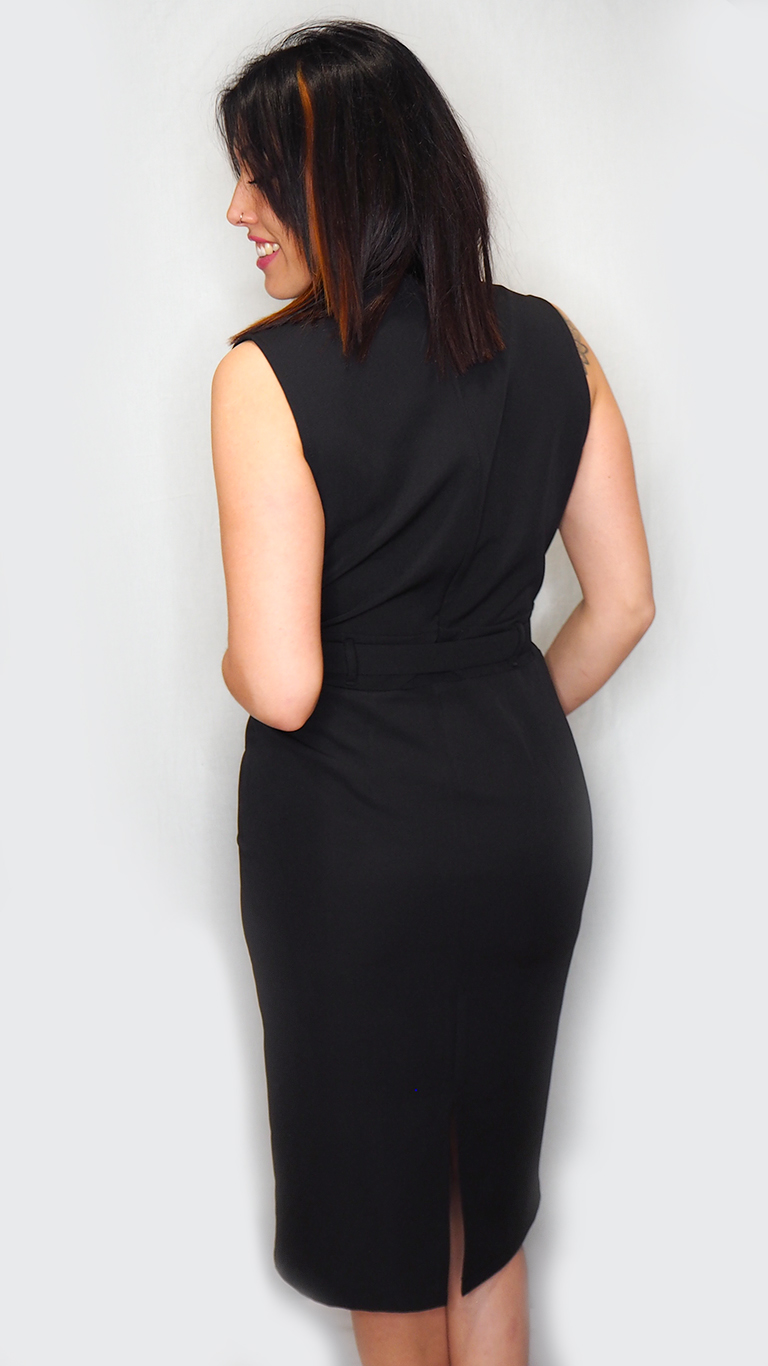 vestido midi negro cruzado espalda